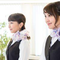制服をおしゃれに見せるスカーフの巻き方|日々のお手入れが重要