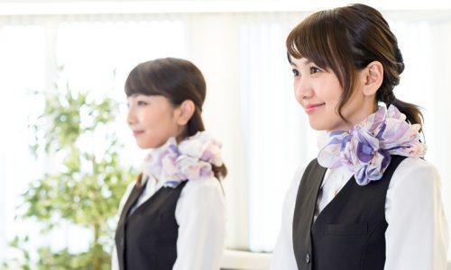 制服をおしゃれに見せるスカーフの巻き方 日々のお手入れが重要