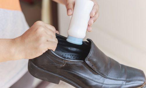 コックシューズの臭いの原因とは?正しい洗い方や対策方法も紹介